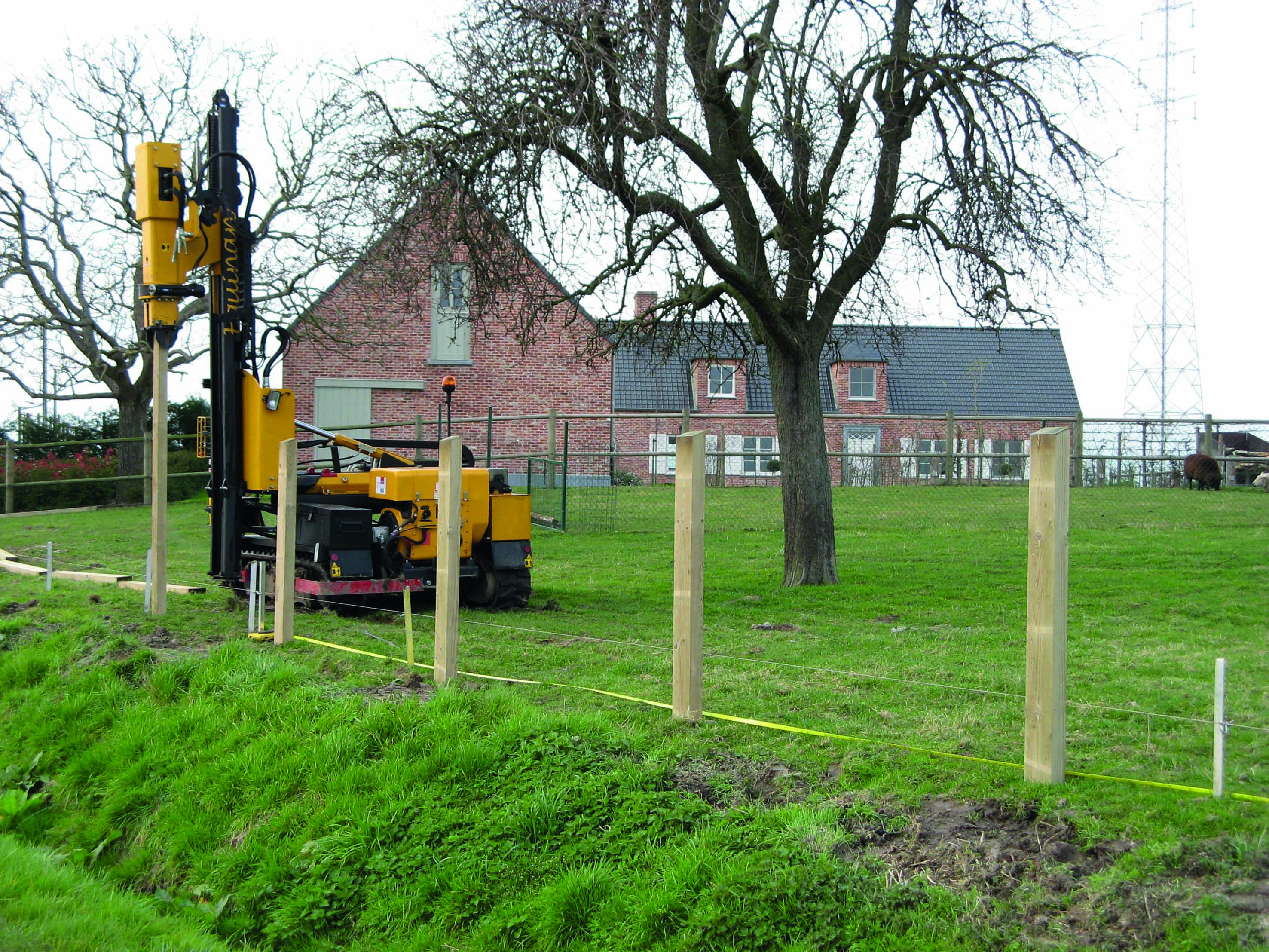 NEW FOR RENT : Guardrail post pile driver on rubber track